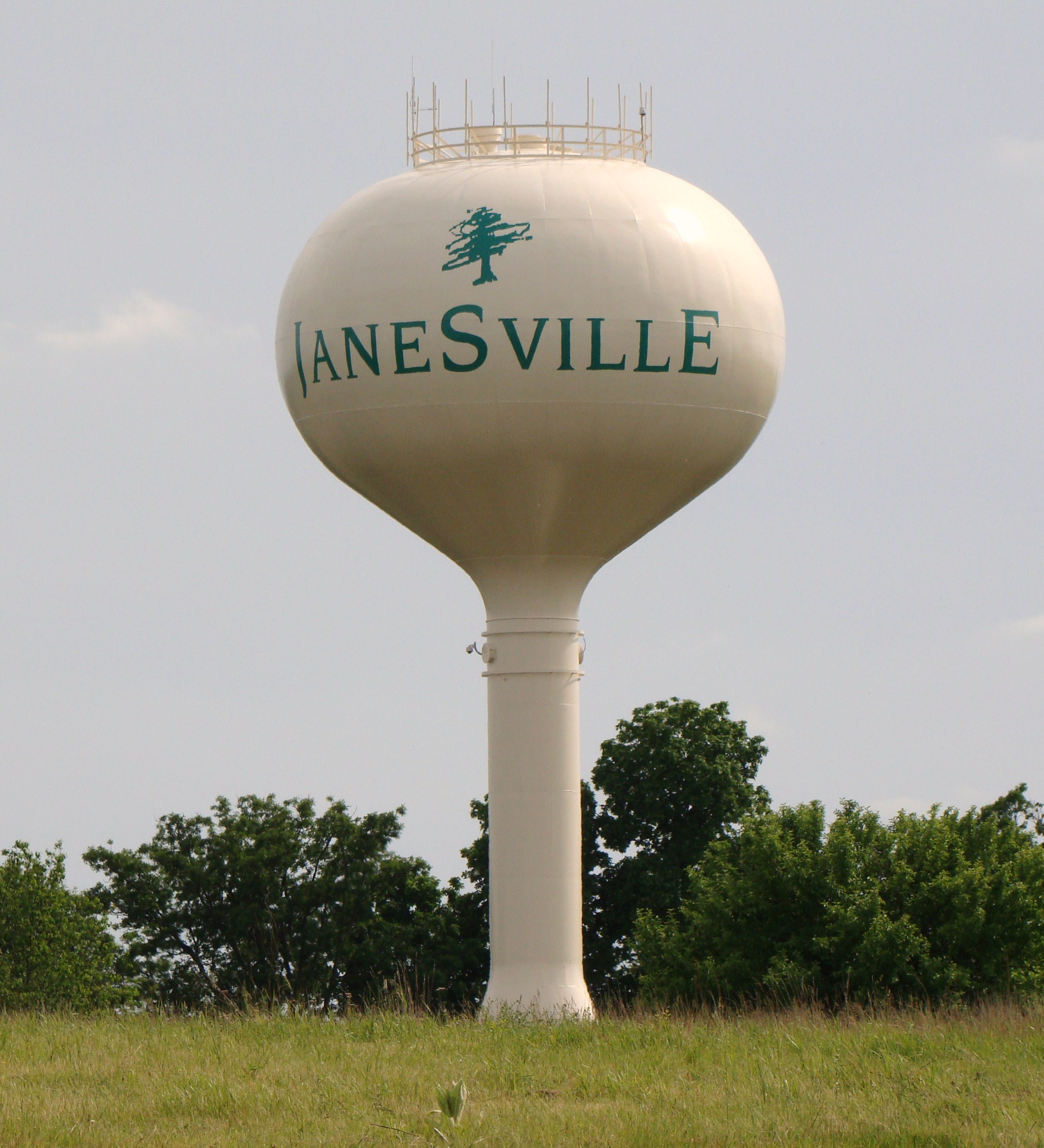 janesville_wi_water_tower.jpg